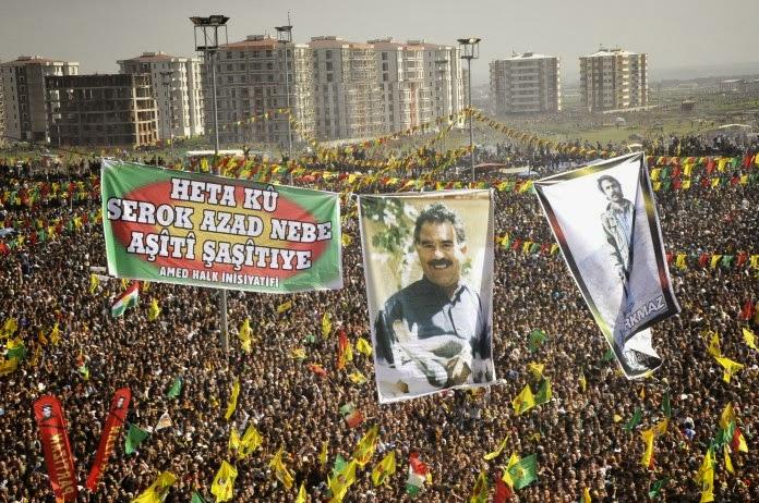 2013 yılında Terörist başı Apo'nun mektubunun Nevruz bayramında Diyarbakır'da okunması ile ilgili görsel sonucu